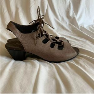 Munro Heel Leather Lace Up Open Toe Sz 9.5 Wide